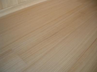 桐の専門メーカー桐屋が暖かい床材として桐フローリングを発売。