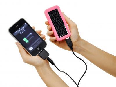 最新のスマートフォンに対応したソーラーバッテリー「iChargeUSA」発売