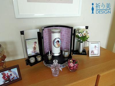 【お墓の代わりになる供養のスタイルを新提案】最愛の故人やペットを自宅で供養できる『小さなデザイン骨壷・仏壇』をセットにした「納骨仏壇セット」を発売開始