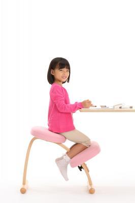 ノルウェーが生んだ世界的名作椅子「バランスチェア」の世界三大メーカーの一社として製造開始