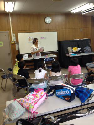 大阪市阿倍野区発!アベノキッズ英語ステーション始動阿倍野区では区の将来ビジョンの柱の1つに「高いレベルの教育の提供」を掲げアベノキッズ英語ステーションと名付けた英語教育サポート施策を展開
