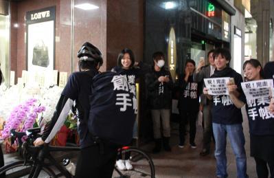 明大・青野君が大阪~東京自転車横断し起業家支援 創業手帳が後援
