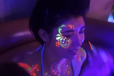 「自分の身体がアート作品に!?」体験型アート!ネオンペイント サービス「ネオンケース」を10月よりスタート!